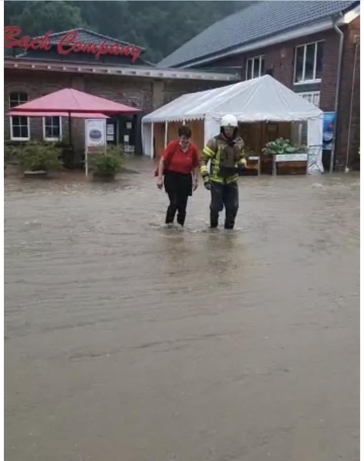 Strundeflutwelle überrollt Back Company in Bergisch Gladbach